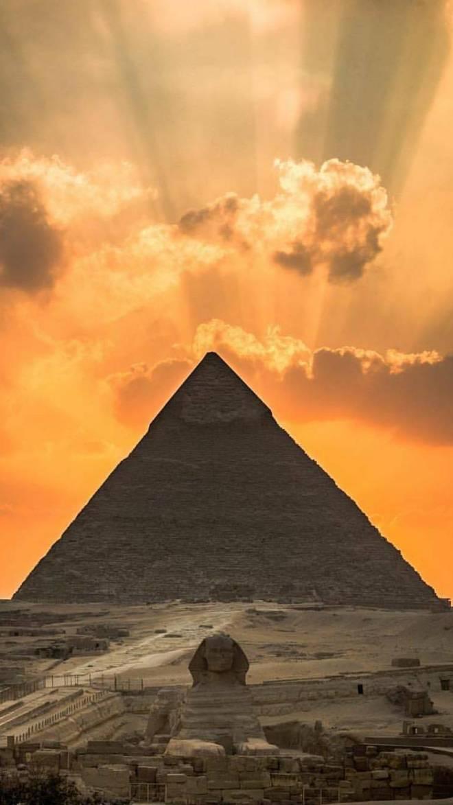 Guiza_pyramid-ec22a050-ec3e-3986-b825-d72d2d92cd03.jpg